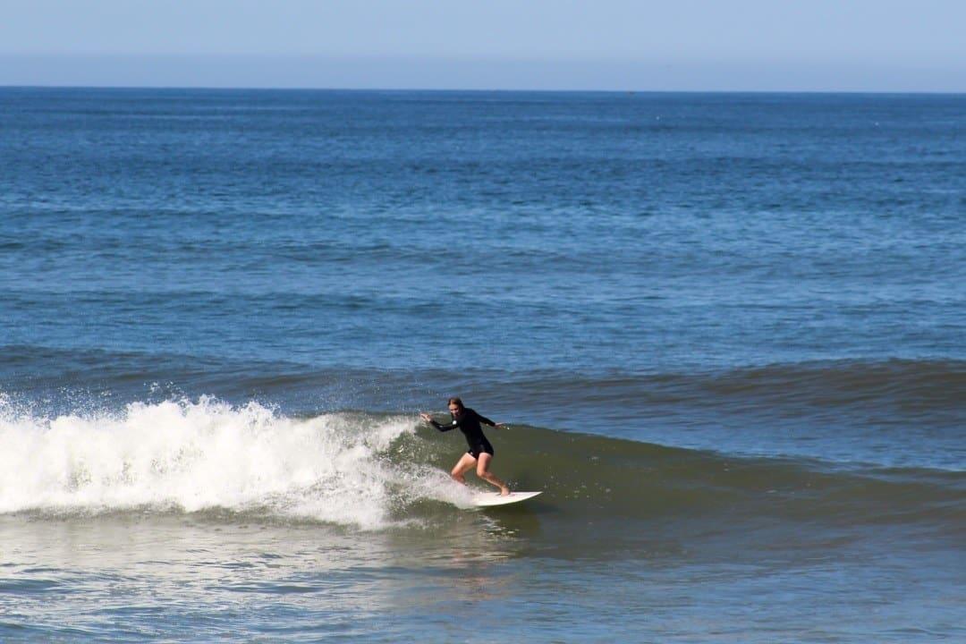 Surfen am Hausstrand des Camino Surfcamp