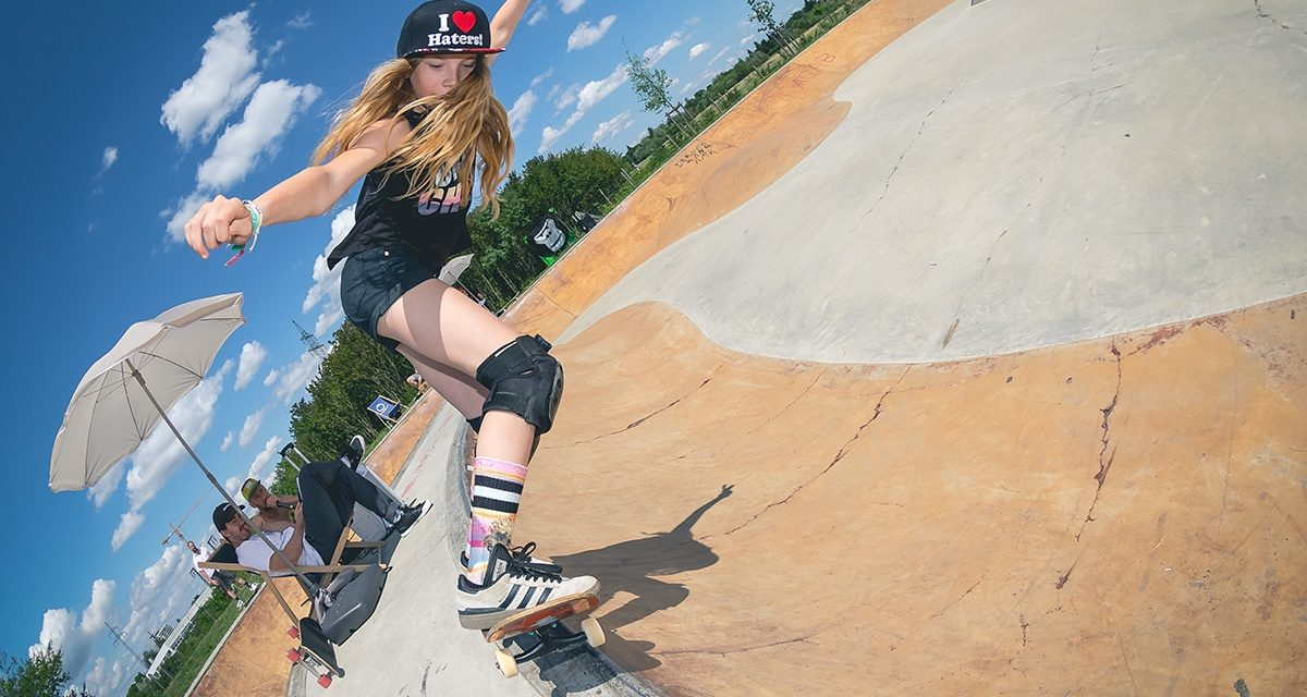 Review Hot Curbs & Cool Pools Girls Skate Jam