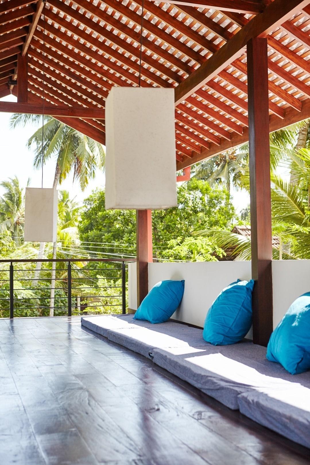 Drivethru Surfcamp Polhena Sri Lanka - Terrasse