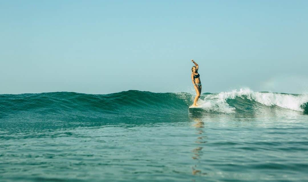 Anfängerfehler beim Surfen – Interview mit Surflehrerin Léonie Christen