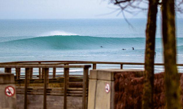 Winter Surf in Frankreich
