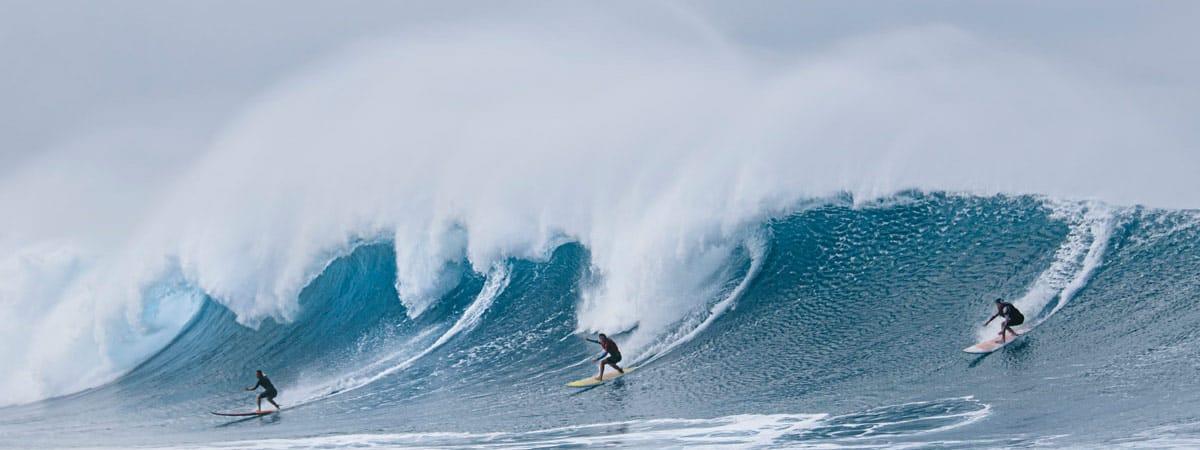 Drei Big Wave Surferinnen
