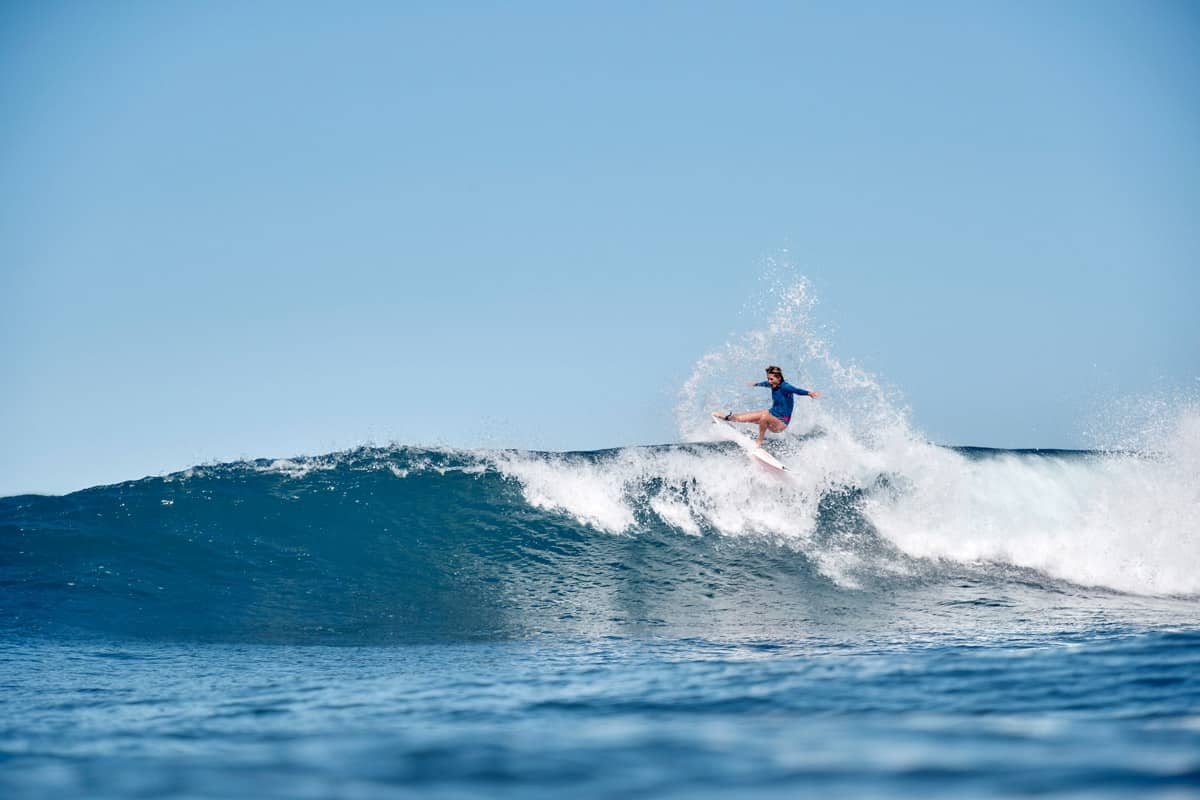 Stephanie Gilmore Surfing