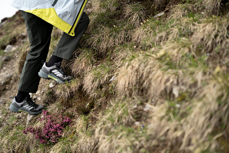 Adidas Terrex: Auf Wanderung, Klettern