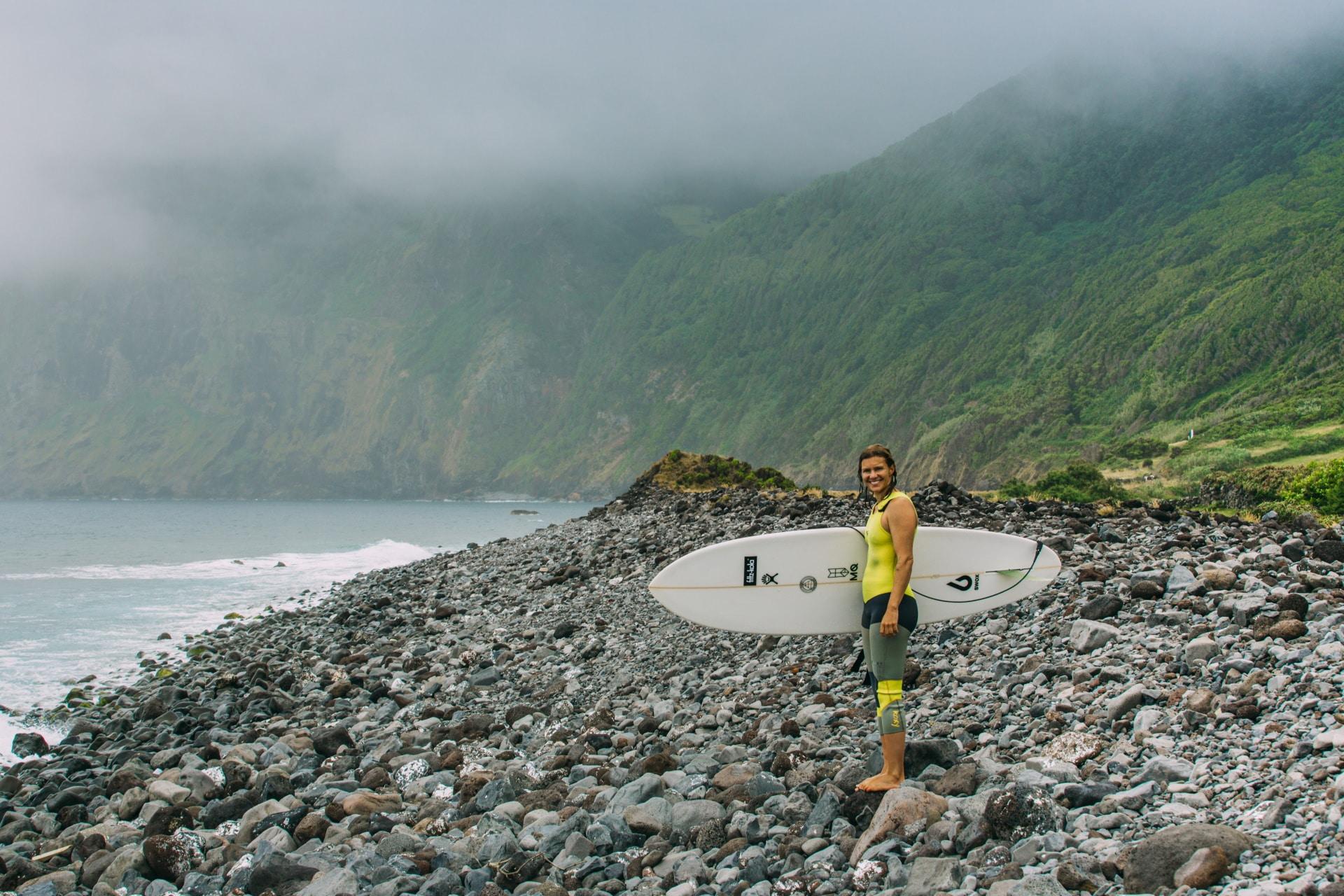 Lena Stoffel beim Surfen